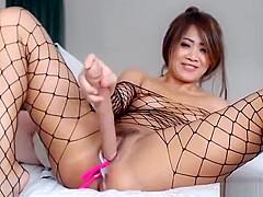 Thai Sexy Slut Flashing On Live Camshow