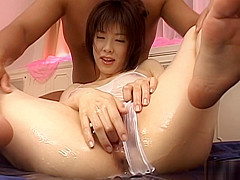 Sexy Japanese babe Kasumi Uehara swallows cum