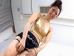 Squeesing her tight pussy around a huge dildo