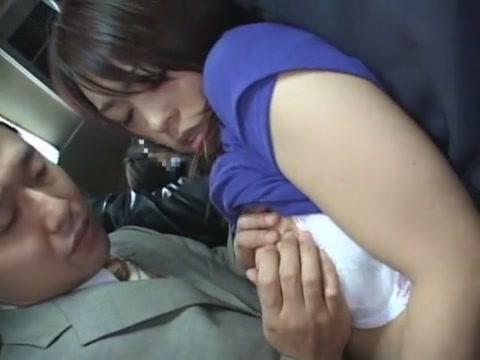 爆乳の中森玲子さんが満員電車で痴漢にやられるがまま!